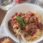 פסטה ברוטב עגבניות שרי ומיסו
